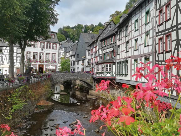 13-Eifeltour Monschau downtown